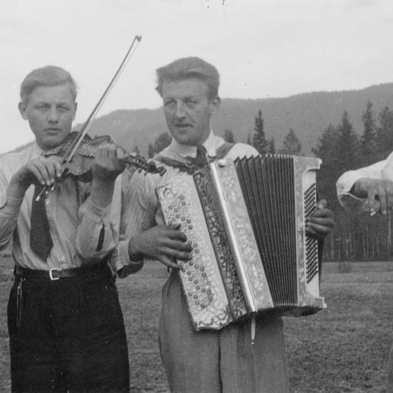 Stemneplassen på Hovda 17.mai 1941.tif